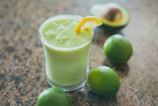 Batido de limón y pepino