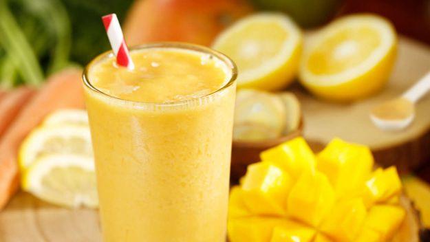 Batido de plátano, mango y frambuesas